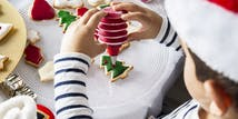 Mrs. Fields: Gingerbread decorating