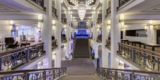 Foyer Führung durch den Friedrichstadt-Palast + Die wilden 20er Jahre Berlin Erlebnisbustour