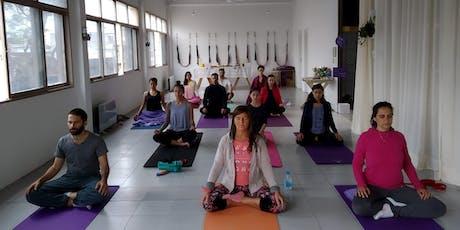 Clase de Yoga Gratuita . Fin de Año en Yoga Tierra entradas