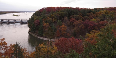 Starved Rock Fall Colors Hike:  Option 2, Wildcat Canyon Loop 2 miles