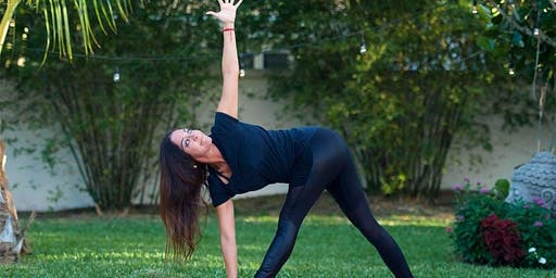 Yoga Social (by Soraya Lindberg)