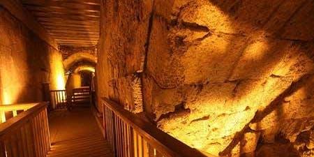 Paseo por los tuneles del Kotel