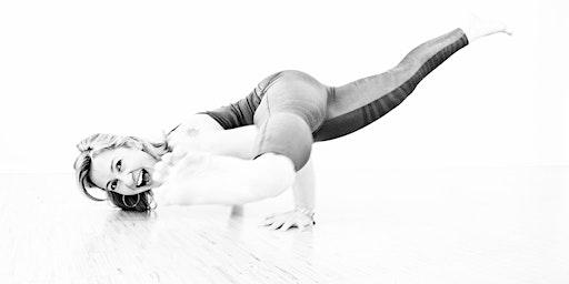 Mythic Sunday Yoga Masterclass im März