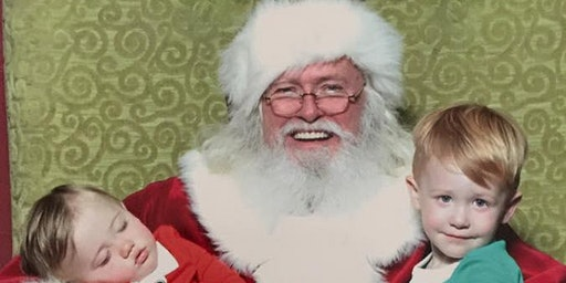 Pictures with Santa at Oakbrook Park