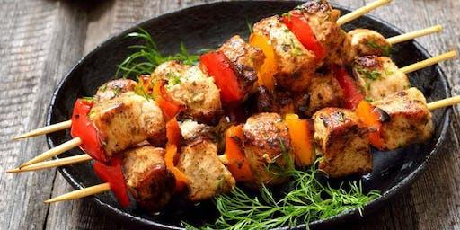 Noche de Vinos Perdona y Olvida con Brochetas de Carne y Pollo