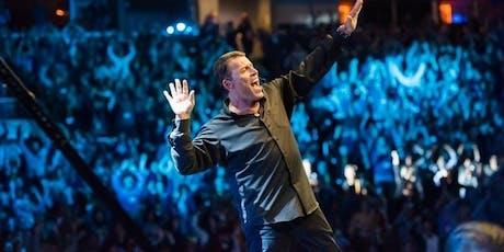"""Tony Robbins' """"Unleash the Power Within"""" Preview - Lisboa bilhetes"""