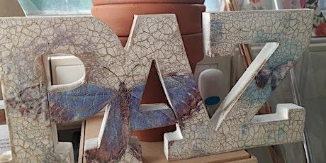taller de decoupage, pátinas, craquelados, foil, relieve en Once entradas