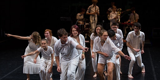 Theaterstück: Der zerbrochene Kelch