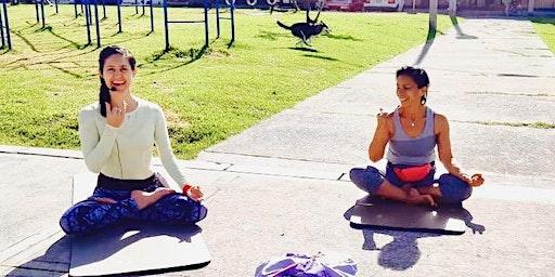 Comparte Bienestar a Través del Yoga
