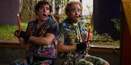 Desconto: Dois Idiotas Sentados Cada Qual no Seu Barril no Festival de Férias do Teatro Folha