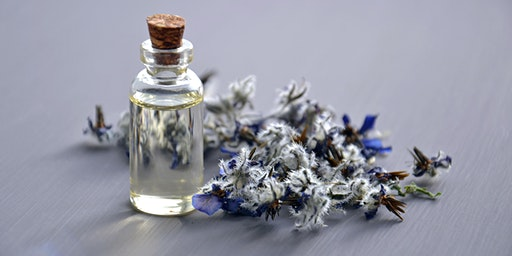 Oily Scents: Health, Low tox and Essential oils