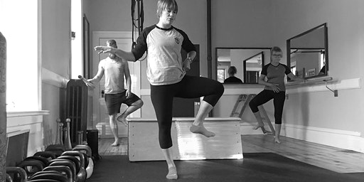Barres and Bells: Strong and Simple bodyweight and kettlebell exercises