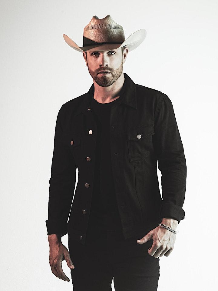 Dustin Lynch image