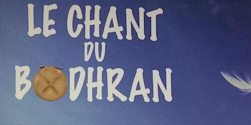 """Signature du roman """"Le Chant du bodhran"""", au son du tambour"""