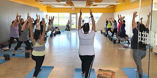 Free yoga in West Lawn Library/ yoga gratis en Biblioteca West Lawn