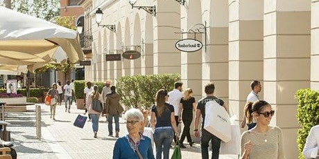La Reggia Designer Outlet: Roundtrip Shuttle Transfer from Naples biglietti