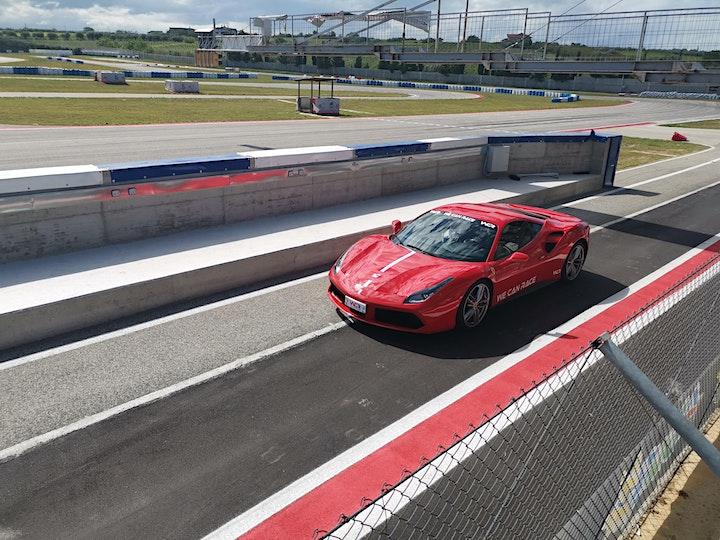 Immagine Guida una Ferrari o una Lamborghini al Circuito Santa Cecilia a Foggia