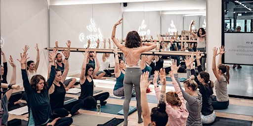 Yoga Class lululemon Store Frankfurt Honeyflow and Glow