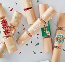 Making Eco Christmas Crackers