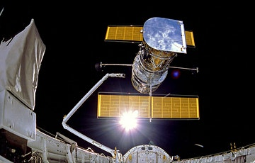 FROM PLANETS TO GALAXIES: 30 years of the Hubble Space Telescope tickets