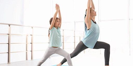 Yoga chat en famille (parent-enfant)