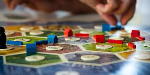 6 arches hosts game night