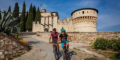 Breakfast Lecture Series - Discover Italy By Bike - Angela Cacciarru
