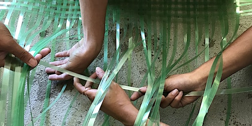Basketmaking with foraged bale straps demo with gaye chan