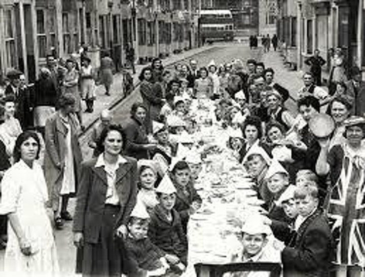 Take Shelter - VE Day 75: Street Party lunch boxes image
