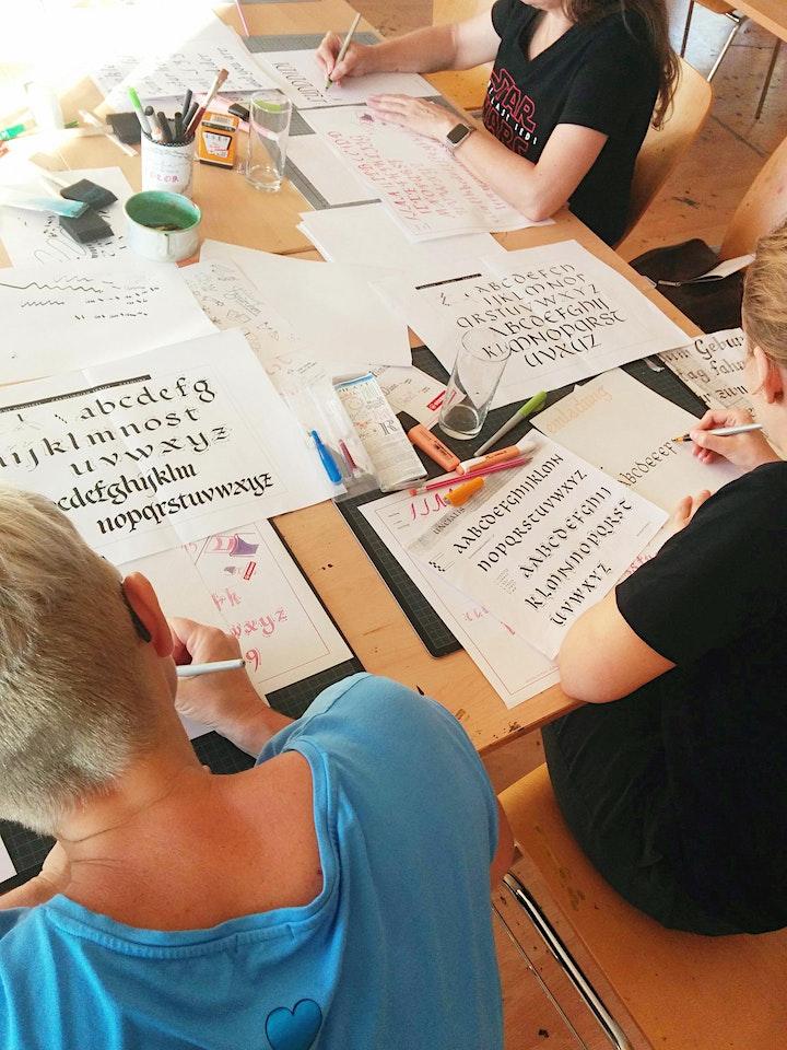 Gothic Calligraphy - Schreiben mit Bandzugfeder und mehr  - Wien: Bild
